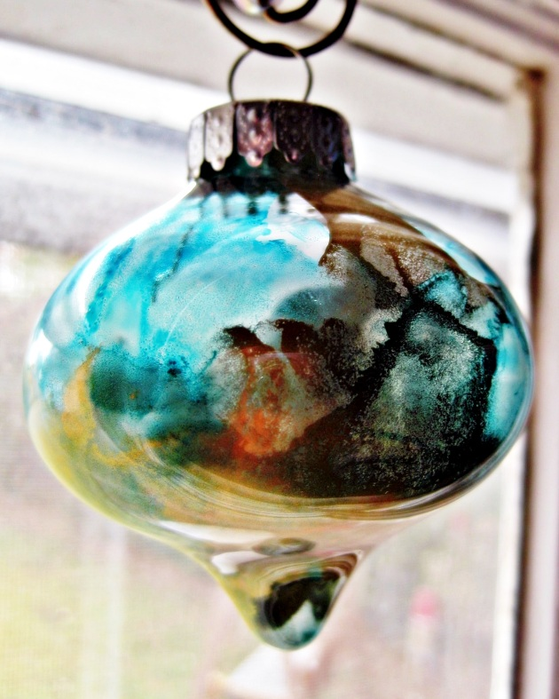 Metallic Alcohol Ink Ornaments | LulaBelle Handicrafts